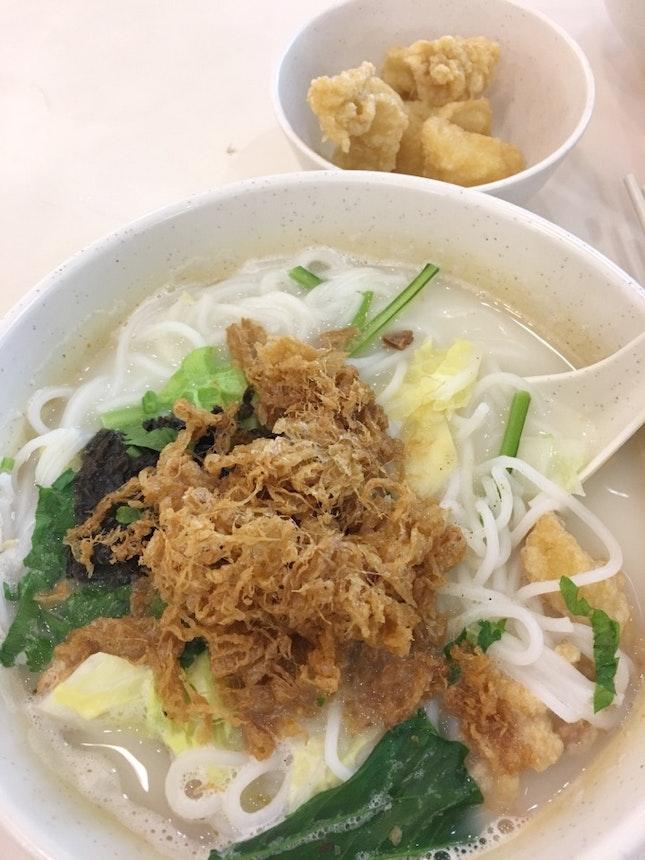 炸鱼粗米粉 Fried Fish Soup