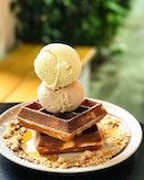 Sweet Sundays - Scoops of Sea Salt Gula Melaka + Hazelnut ice cream atop golden waffles, with a sprinkling of honey roasted granola 😋 Hope you had an awesome weekend!