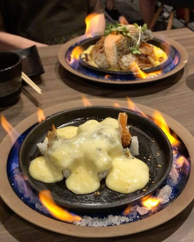 🔥🔥🔥Talk about a hot meal 😜🔥🔥🔥 Salmon Sizzling Plate set lunch + Raclette Cheese Maki.