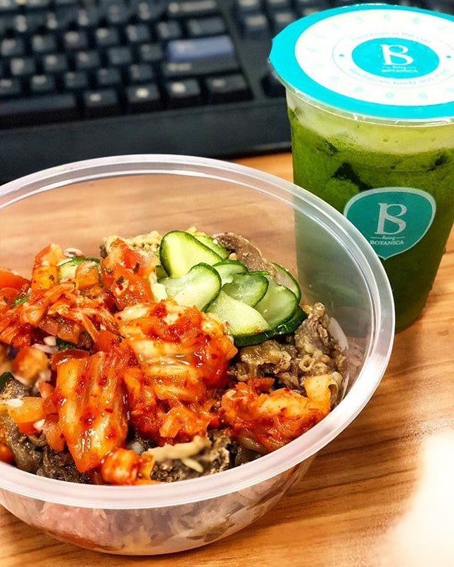 Beef short rib bowl with kimchi rice, and more kimchi atop from Ssam🤣<$10.10> Something sour & spicy to whet the appetite - generous amounts of beef short rib!