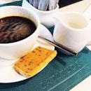 High tea break #coffeelover #diddiliciously #breaktime #sentosa #onedegree15 #latitudebistro #sentosacove #one15marina #burpple