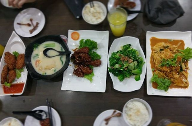 Yesterday's feast at Xin Yuan Ji 😊😍 Loved every dish we ordered 😋😋 Prawn Paste Chicken Fish Soup with Milk COFFEE PORK RIBS Garlic Spinach SLICED FISH CURRY  #Burpple