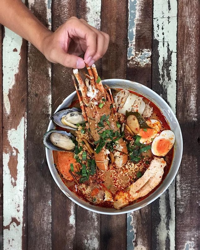 Lobster tom yum noodle [999-1200 baht] .
