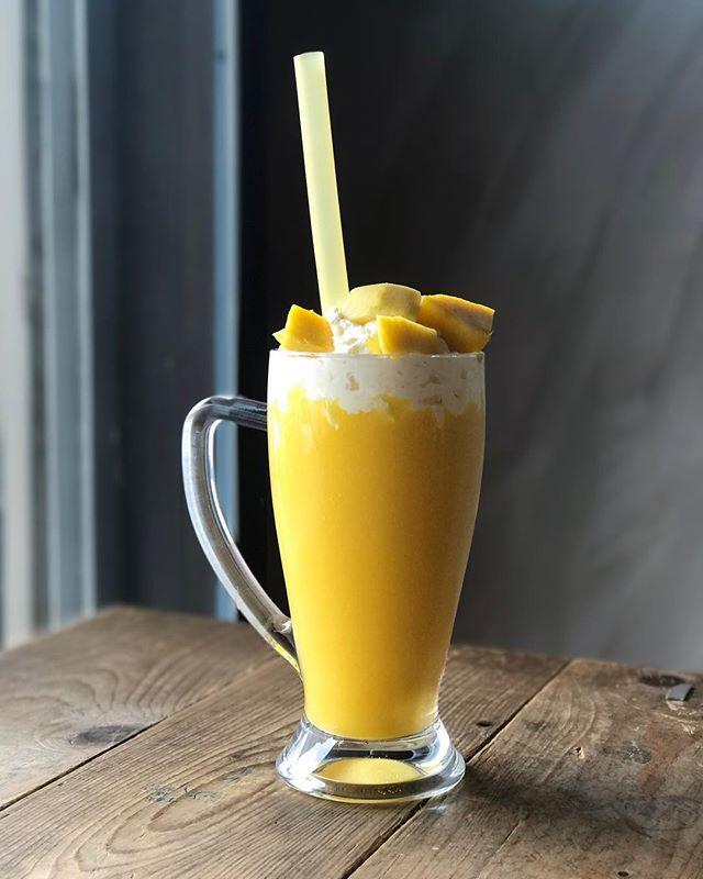 Giant Mango Fruit Smoothie [RM20.90] .