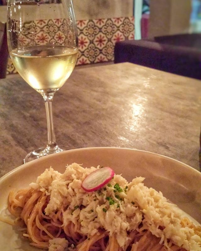 #WednesdayNights = #PastaAndWine 🍝🍷 Capellini pasta with lobster bisque sauce topped with real crab meat and a glass of Chardonnay 게살 카펠리니 파스타 랍스터 비스크소스 그리고 와인 한잔.