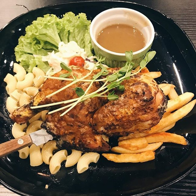 honey spiced half grilled chicken — comes w fries, side salad and macaroni as sides!!