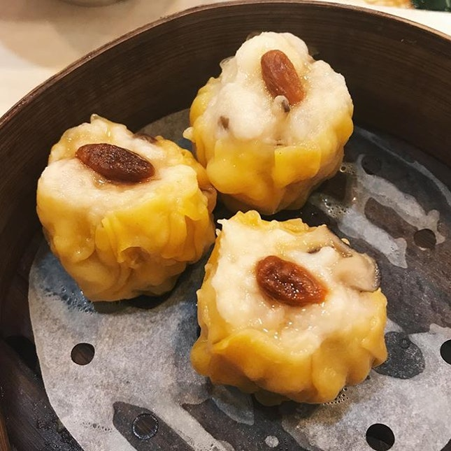 lumping the rest of the photos here cuz it's taking way too long HAHA: the siew mai is SUPER GOOD.