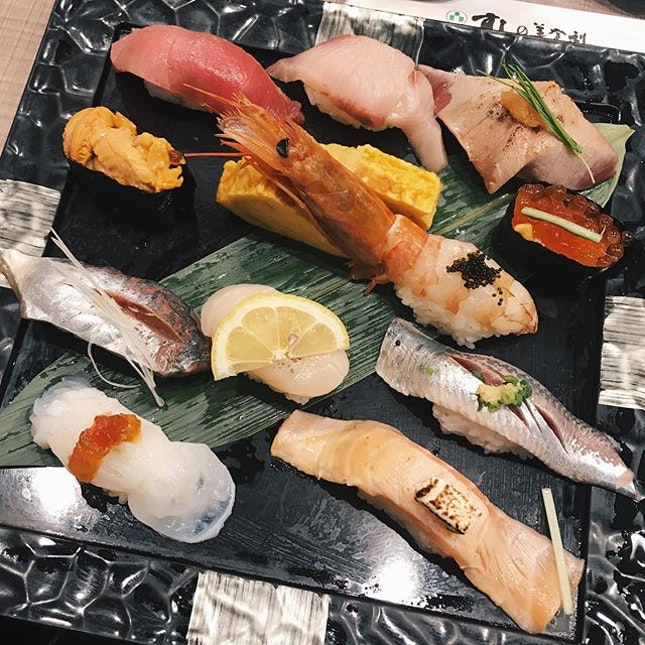 currently living my best life in tokyo but this was hands down the best sushi platter i've ever had 😋😋😋 totally worth the 2H wait to get our food.......