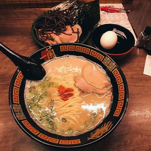 the ever famous ichiran; w a rich porky broth, springy noodles and flavourful charshu there isn't much to fault here — i love how the garlic and spring onions r subtle but definitely aided to rounding up all the flavours perfectly.