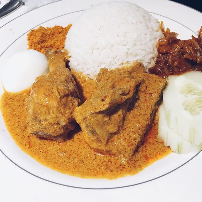Madam Kwan's Nasi Lemak 😋 #letsguide #burpple #foreverhungry #singaporeeats #instagood #chope #hungryeatwhat #hungryeatwhere #foodie #foodiesg #hungrygowhere #chope #entertainerapp #sgfood