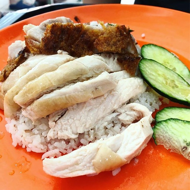 Where's the chicken rice smell coming from?