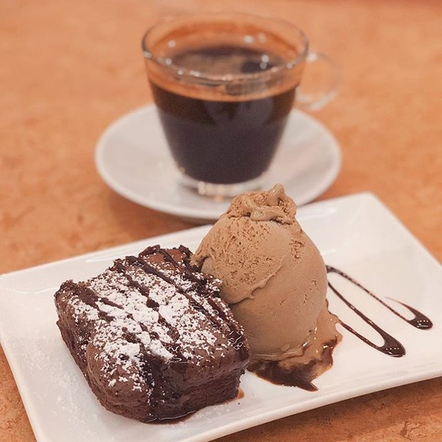 Brownie + Earl Grey ice cream 🍨 Unexpectly a good combination.