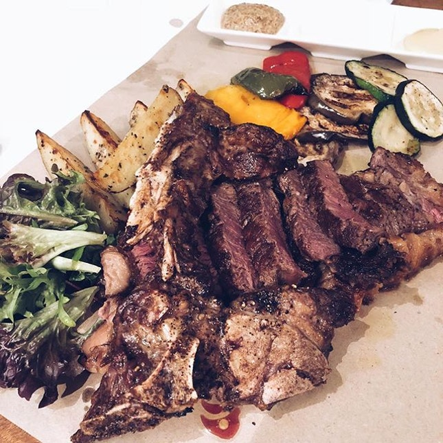 Alla Fiorentina (~$14.00 per gram) | 700g T-bone steak (weight inclusive of the bone 🍖 - why????) The waiter suggested that we take the 1kg since there were three of us.