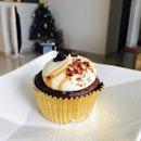 Christmas cupcake with 🎄 of @kohjojo and @nelson_tns !