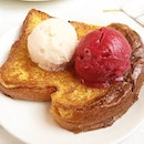 CHIHULY LOUNGE --------------- FRENCH TOAST --------------- Toasted egg batter-soaked brioche with lychee and raspberry sorbet!