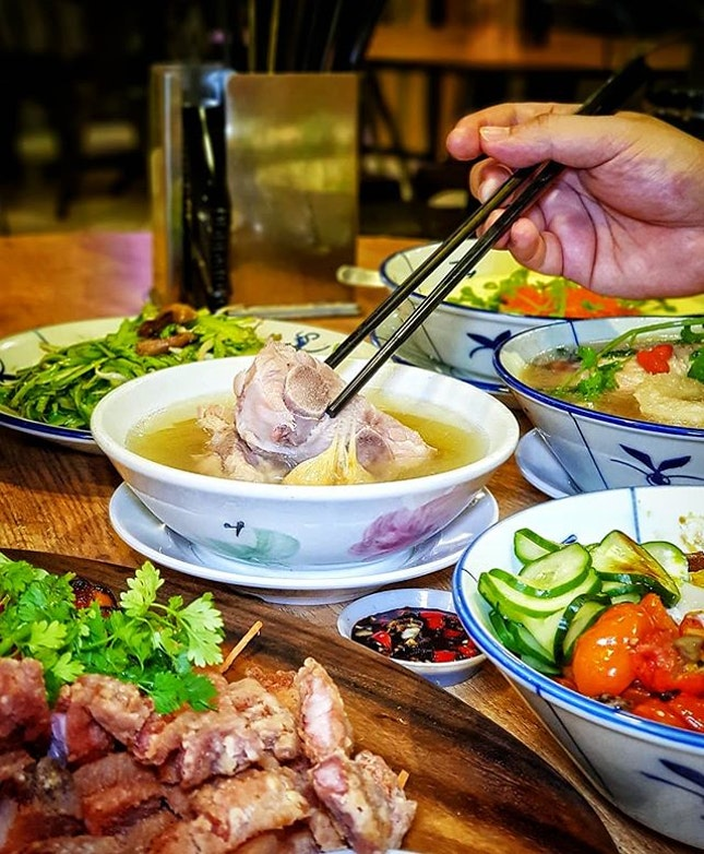Traditional + Modern 🐷  KOON @ Bukit Timah has recently gone through a major renovation & reopened as KOON Signatures 🎉  Now, you can enjoy both traditional Bak Kut Teh ($6.50) & innovative dishes such as the Modern Braised Meat Rice ($8.90) 🐽  The BKT is flavourful but I wld prefer it if it can be even more peppery.