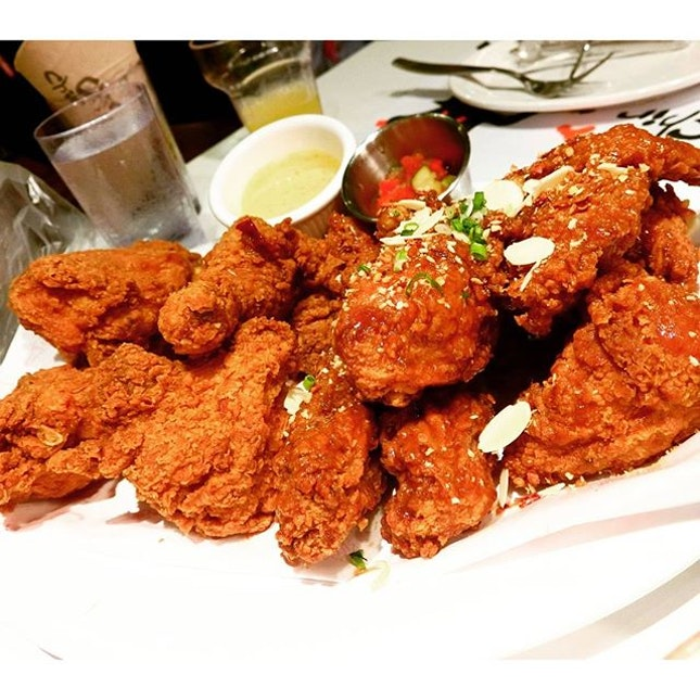 [50% OFF PROMOTION] Crispy Fried Chicken+Garlicky Chicken at @chirchirsg 📣Shout out to the night owls, if you haven't already, don't miss out the Midnight Madness promotion 10p.m-2.30a.m everyday) at Chir Chir Chinatown Point!