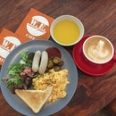 Monday Lunch Set C - Sausage & Scrambled Egg with Salad & Toast served with Pumpkin Soup ($8.90) Add $3 for my fav Flat White 🍳 I must say the scrambled egg was really smooth, silky & good!