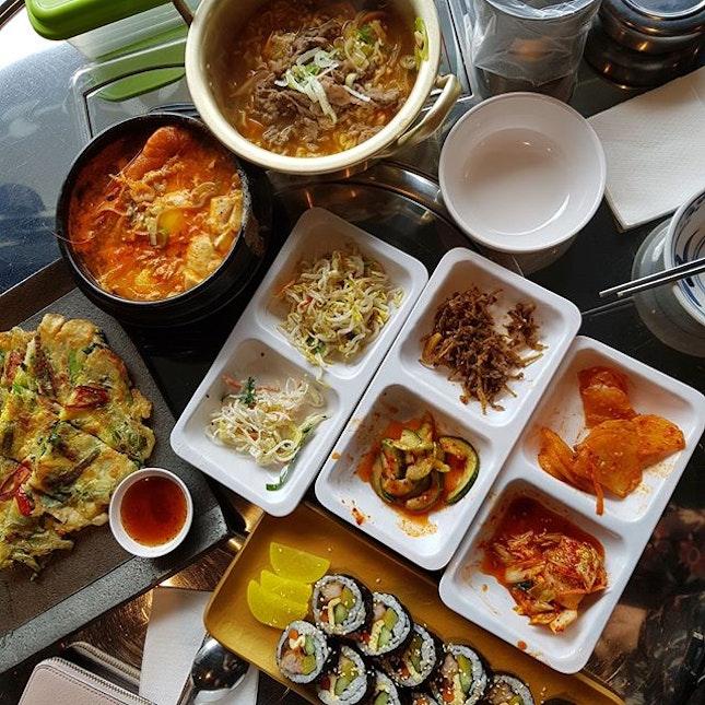年初七,人日快乐! 😃 My countless time back to this comfort food place & this round, I brought another Korean food lover 💕  A happy feast for just 2 of us.