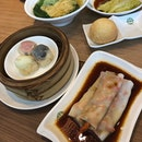 Saturday Dim Sum @ usual no frill place 😀 Definitely on the table was Baked BBQ Pork Buns ($5.80), always satisfying 😘 Usual comforting BBQ Pork Cheung Fun ($5.50) & Trio Steamed Siew Mai ($5) 😋 Simple yet well executed crisp Poached Fresh Lettuce ($5.80) was super good, especially the sauce!!