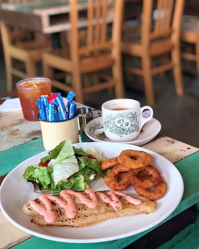 Your last chance to visit this colorful yet nostalgic cafe as next week is the last week of its operation due to change of management 🤔 🐠 Grilled Mentaiko Fish with green salad & onion rings ($12) with either a hot drink or freeflow ice lemon tea ☕️ #burpple