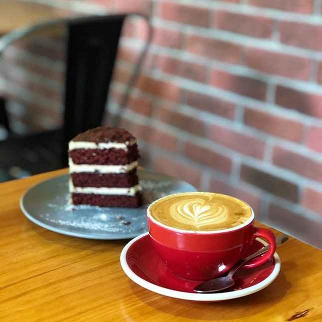 Flat White ($5) + Red Velvet Nutella ($7.90) to chill on a Sunday afternoon ☀️