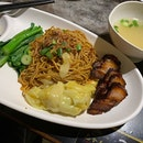 Char Siew Wanton Noodle ($6.80++) 🍜 Noodle was thicker than usual and the chili was too oily.