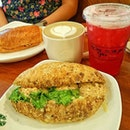 🍴 tuna & cheese sandwich 🍹 iced shaken hibiscus lemon tea  Happy Weekend peeps 🙌🍸 #sgfood #foodstagram #burpple #sweettreats #teatime #afternoontea #whati8today