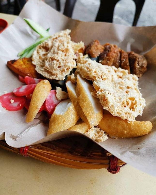 老林旁边的五香。味道都还不错唯独它的皮蛋配的是姜丝不是嫩姜片。伤心。 #burpplesg #sgsnacks #不约而同的说要不要吃 #burpple #wuxiang