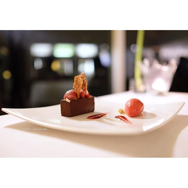 The last official course is the dessert - 70% valrhona grand cru soft chocolate cake.