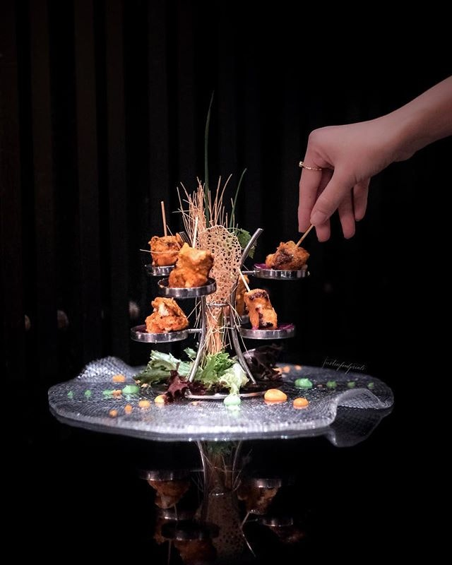 [Christmas at One Michelin Star 🌟 Indian Restaurant] The Song of India is the only Michelin star Indian restaurant in Southeast Asia, and they are rolling out a collection of limited edition festive hampers, takeaway Christmas feasts and restaurant set menus.