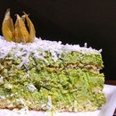 @lamansdelight avocado cake ($15) Indulge in a huge portion of layered avocado cake with coconut this weekend at PasarBella !
