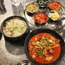 First try of 육개장 (Yukgaejang -$15), Korean spicy soup, as well as 갈비탕 (Galbitang - $18), Korean beef short ribs soup.