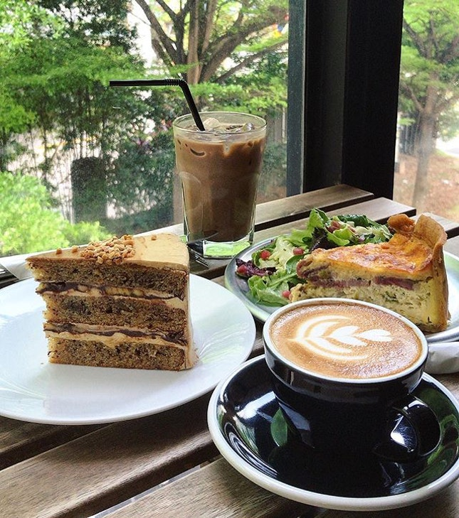 Finally the weekend, where a brunch escape is always so apt, even if rainy.
