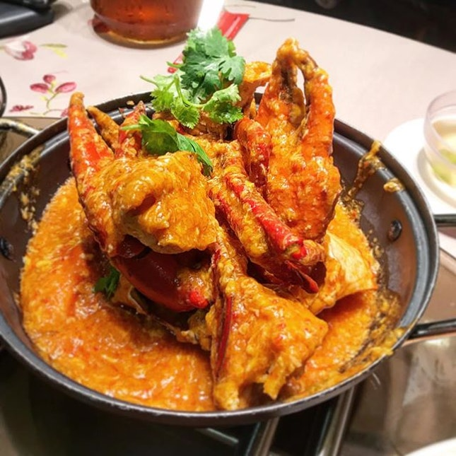 Spicing up Friday night at this sprawling long famed-for-crab eatery.