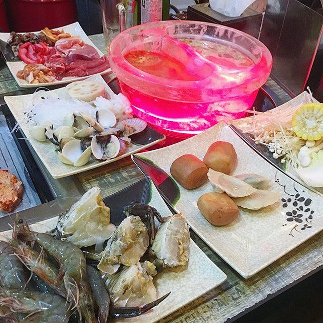Hao lai wu has become one of my favourite to go hotpot + bbq Place as it's cheap, wide variety and I love their soup!