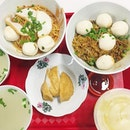 """My favourite fishball noodle and their fishcake😍 I like my noodle to be cooked with just ketchup😂 the noodle doesn't have """"ghee"""" or strong eggy taste, which I prefer and the fishball is so soft and chewy at the same time."""