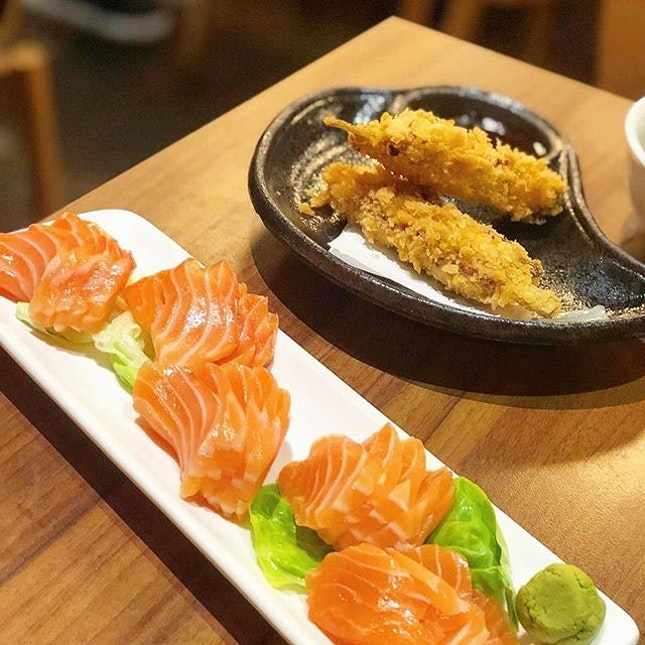 5 slices sashimi for $3 promo on every monday and thursday and nice Kushikatsu available at income@Raffles outlet.