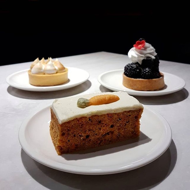[PROMOTION] Get these pretty cakes & tarts at just $4 nett each when you drop by Berthold Delikatessen after 8pm!