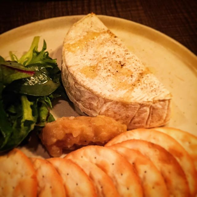 Very few places in SG have good baked Camembert.