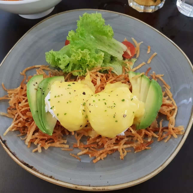 Eggs Benedict With Hash