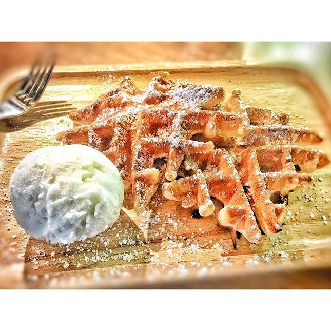 Snowflake Waffle With Ice Cream SGD 10.50 Nett.