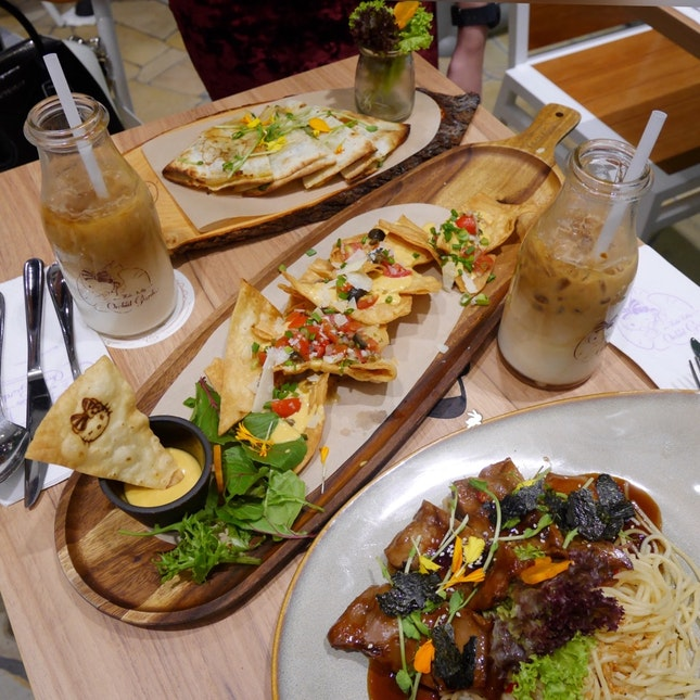 Changi Airport // Themed Restaurant