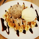 In love with this fluffy belgian #waffle topped w/ ice cream from #dailyscoop!