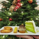 [P.Bistro] Christmas is just around the corner🎄🎅🎁 Besides serving all the delicious mains, P.Bistro also do serve a variety of cakes and pastries.