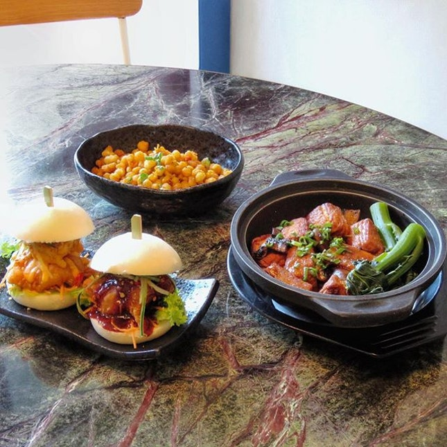 """Sunday family day💕; if you have no idea where to have lunch or dinner with your family today, you might want to check out """"Full of Luck Club"""" a cantonese restaurant which is conveniently located at Holland Village."""