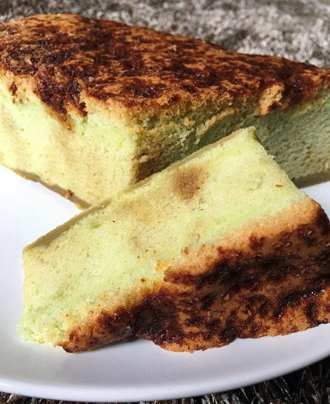 We too treated ourselves to a castella cake, an Ondeh Ondeh one for a local touch.