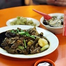 Kway Chap with a herbal taste, slightly thickened with braised sauce.