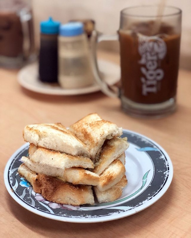 Known for their kopi and toast, Tong Ah remains standing amongst the many cafes along Keong Siak road.