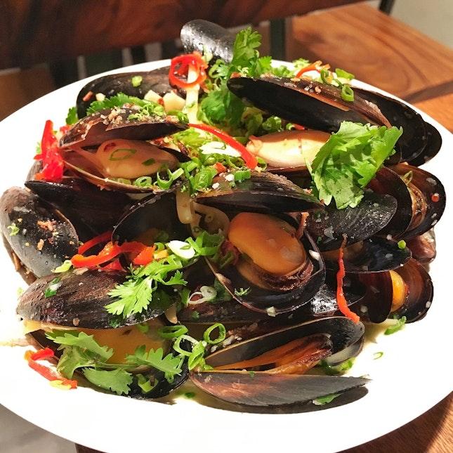 Steamed Black Mussels